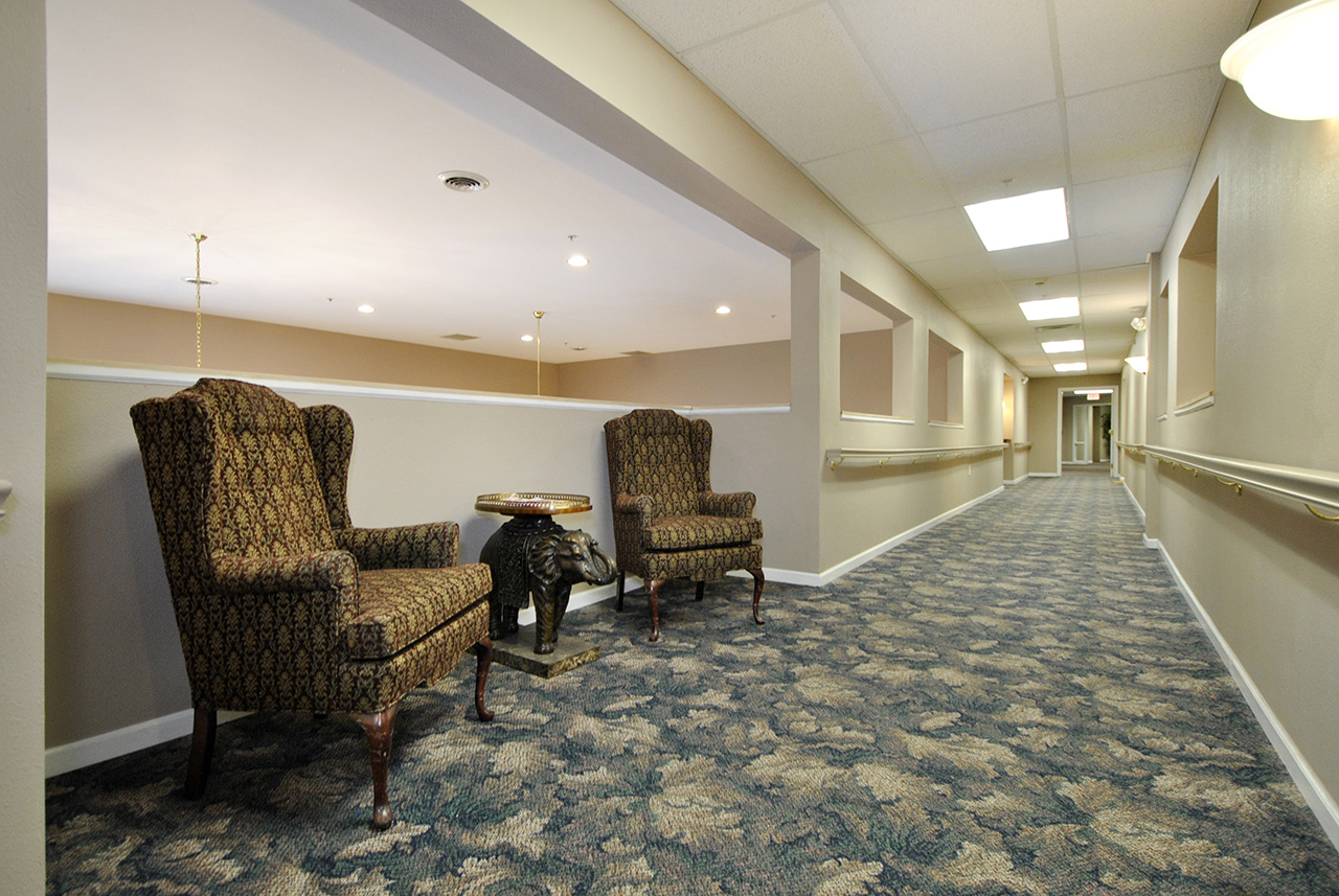 Seating area in hallway at Swanhaven Manor