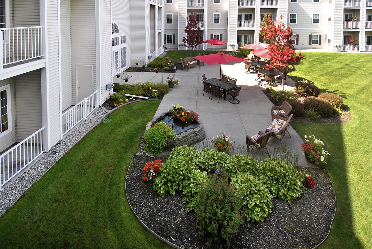Outdoor courtyard at Swanhaven Manor
